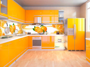 кухни с фасадами и фартуками из глянцевых панелей